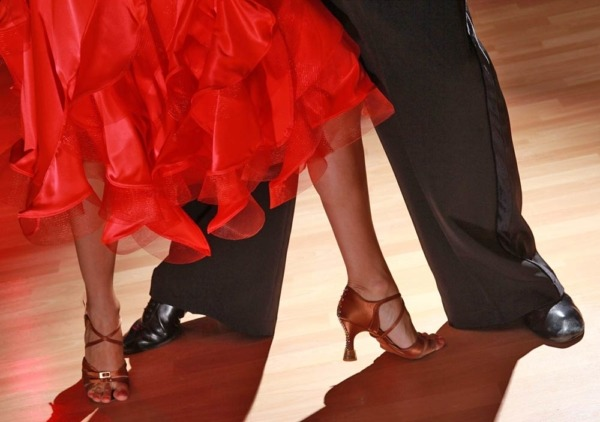 Après-midi dansant de la Saint-Valentin @ Salle Socioculturelle