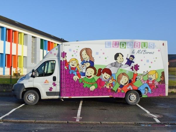 LUDOBUS le Mil'Bornes @ Devant le préau de l'école primaire Antoine de St-Exupéry